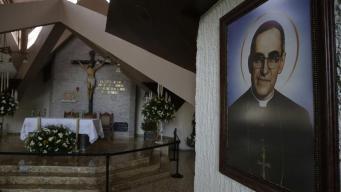 Devotos salvadoreños ya ven a monseñor Romero como un santo