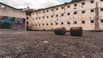 Un día como preso: abren tétrica cárcel a turistas