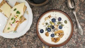 Estudio: comer más queso y yogurt alargaría tu vida
