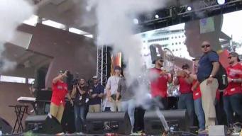 Alex Cora y los Red Sox llevan el trofeo a Puerto Rico