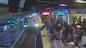 Increíble video: rescata a hombre que cayó en rieles del metro