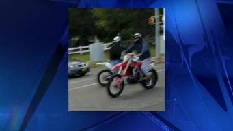 Buscan a motociclistas sospechosos de agredir a mujer
