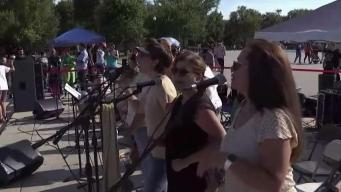 Boricuas en DC celebran salida de Rosselló
