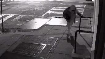 Buscan a sospechoso de robar tienda de ropa en DC
