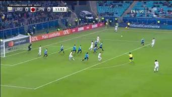 Cabezazo de Suárez tras pase de Cavani