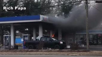 Camión de correo se prende en llamas  en CT