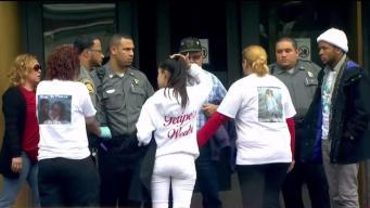 Caos en tribunal: Familia arremete contra presunto homicida de menor boricua
