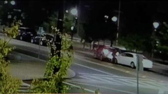 Captan momento en que auto arrolla a persona en East Boston