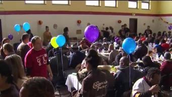 Celebrando el Día de Acción de Gracias con los más necesitados