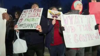 Cientos protestaron por presencia de ICE