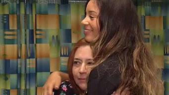 Conexión de amor: madre abraza a joven que recibió el corazón de su hijo