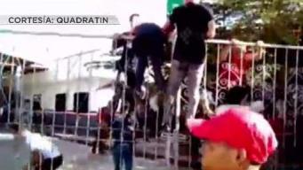 Cubanos invaden oficina de migración en México