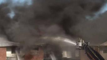Decenas desplazados tras fuego en edificio de Fall River