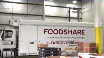Donan alimentos a hispanos necesitados en Hartford