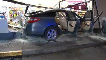 Conductora enfrenta cargos tras estrellarse contra tienda