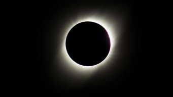 Chile: eclipse solar provoca lágrimas y aplausos