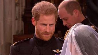 El príncipe Harry llora de alegría en el altar