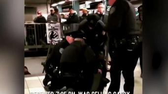 Policías derriban a vendedor deambulante en arresto