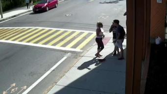 En video: Pareja hispana lucha con presunto ladrón