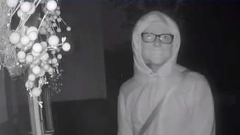 Hombre enmascarado intenta forzar entrada de hogar