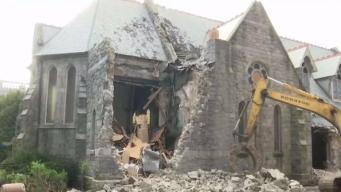 Feligreses impotentes ante demolición de iglesia