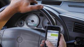 Avanza ley que multaría a quienes escriben al conducir