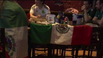 Hinchas mexicanos celebran milagroso pase a octavos