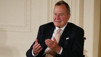 Hospitalizan al expresidente Bush y a su esposa Barbara