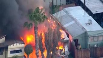 Combaten las llamas en una casa rodante en Chula Vista