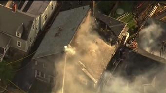 Investigan fuego masivo que destruyó 7 viviendas
