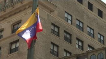 Izan bandera venezolana a media asta en Boston