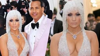 Jennifer López acude con su amorcito y escote de infarto a la Met Gala