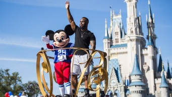James White celebra victoria de los Patriots en Disney