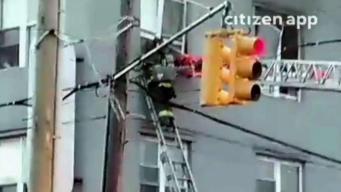 Madre y su bebé son rescatados de morir quemados