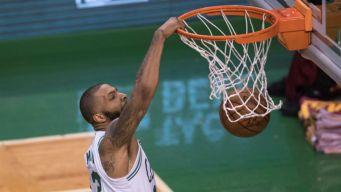 Celtics destruyen a Cavaliers en primer juego de la serie