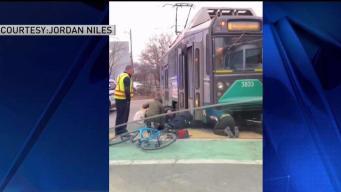 Mujer termina atrapada bajo tren de MBTA