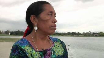 En traje típico: madre indígena participa en maratón