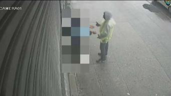 NYPD: Sujeto roba a peatón a plena luz del día
