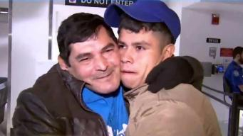 Padre e hijo inmigrantes se reencuentran tras 5 años