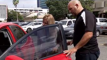 Pide devolución de dinero por vehículo que compró para su hijo