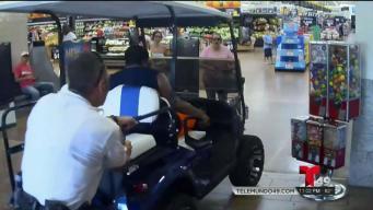 Policía: hombre en carro de golf crea pánico en Walmart