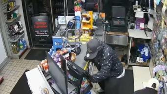 Policía busca sospechosos de robos en gasolineras
