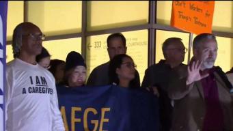 Protestan cierre parcial del gobierno en San Diego
