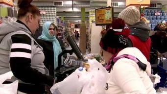 Residentes de Worcester se abastecen de comida