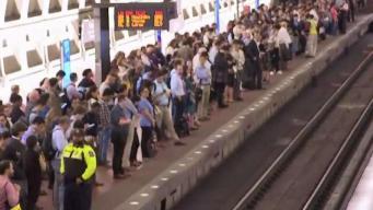 Retrasos en Metro tras choque de dos trenes fuera de servicio