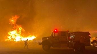 Continúan órdenes de desalojo por Incendio Cave