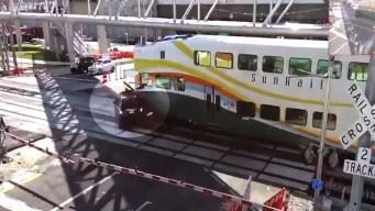 Revelan video de accidente entre auto y un tren de SunRail