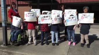 Estudiantes rinden tributo a las víctimas de Parkland