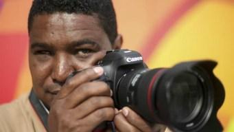 Fotógrafo ciego rompe paradigmas en Juegos Paralímpicos