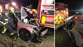 Se estrella contra camión de bomberos que asistía en la vía
